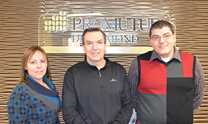 In the photo: Isabelle Rochefort, damage insurance agent, Mr. François Leclerc, contest winner, and Mr. Francis Bibeault, claims adjuster.